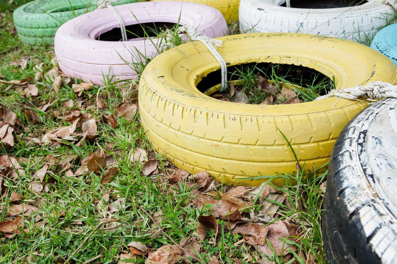 Brincadeira com pneus