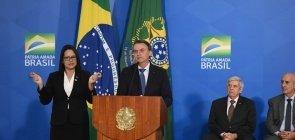 Bolsonaro lança programa para criar 216 escolas cívico-militares