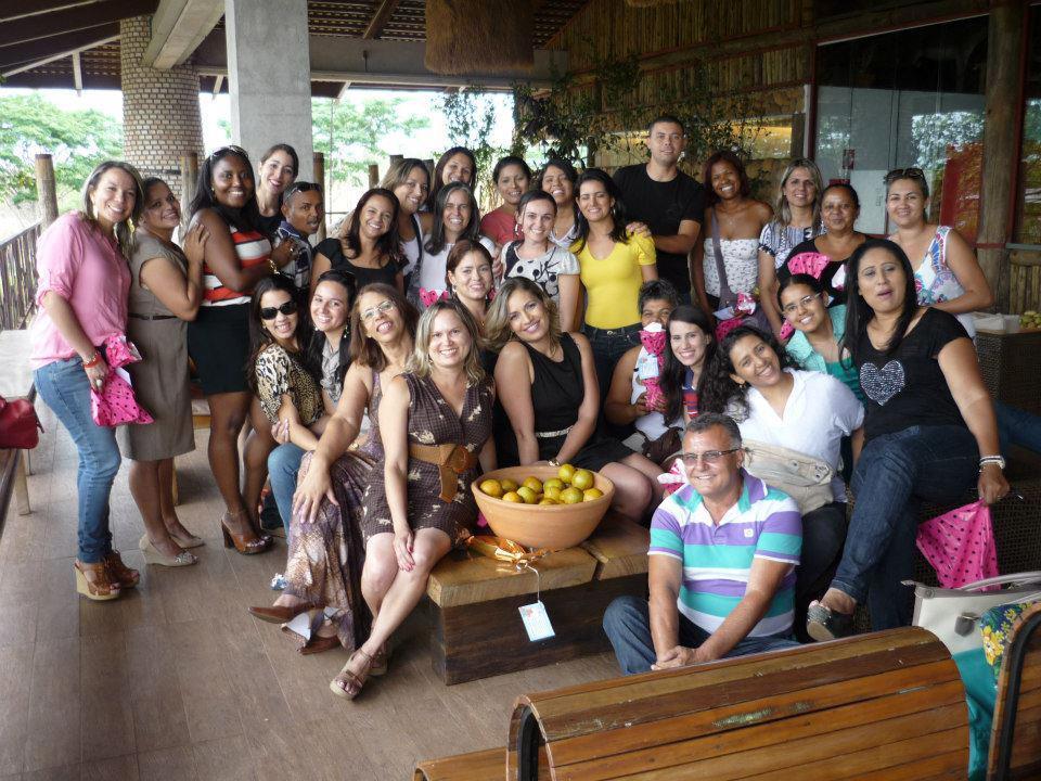 A professora Dionne Santos e colegas da Escola Classe 831, de Samambaia, no Distrito Federal