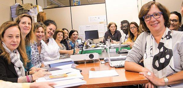 Regina Scarpa (à dir.) e os selecionadores responsáveis pela escolha dos vencedores. Foto: Manuela Novais e Victor Malta