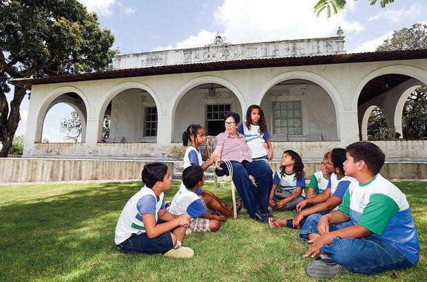 A conversa dos alunos com dona Luiza, do engenho Cangaçá, gerou ricas descobertas. Leo Caldas