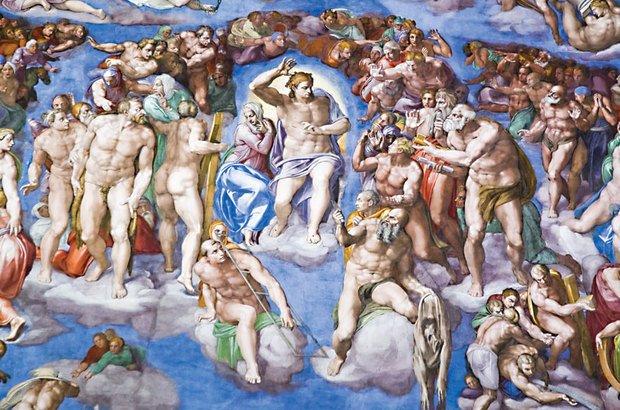 ...e os nus com músculos fortes chamaram a atenção na de Michelangelo. Michele Falzone