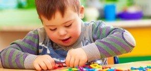 Criança com deficiência na escola
