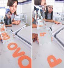 Imagens de palavras em espelhos paralelos. Foto: Canindé Soares