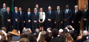 A equipe do Ministério da Educação (MEC) da gestão Bolsonaro posa para fotos