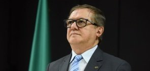 Slogan eleitoral de Bolsonaro nas escolas: entenda a polêmica sobre a carta do MEC