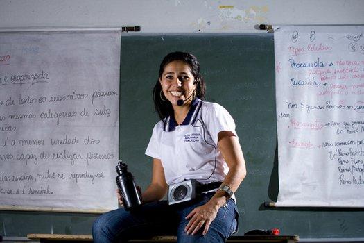 NADA DE GRITOS E PÓ Rejane, de Pedro Leopoldo, usa painéis que dispensam giz e microfone para curar os problemas de voz