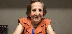 A professora aposentada Ione Nóbrega voltou a dar aula após 40 anos longe da sala de aula