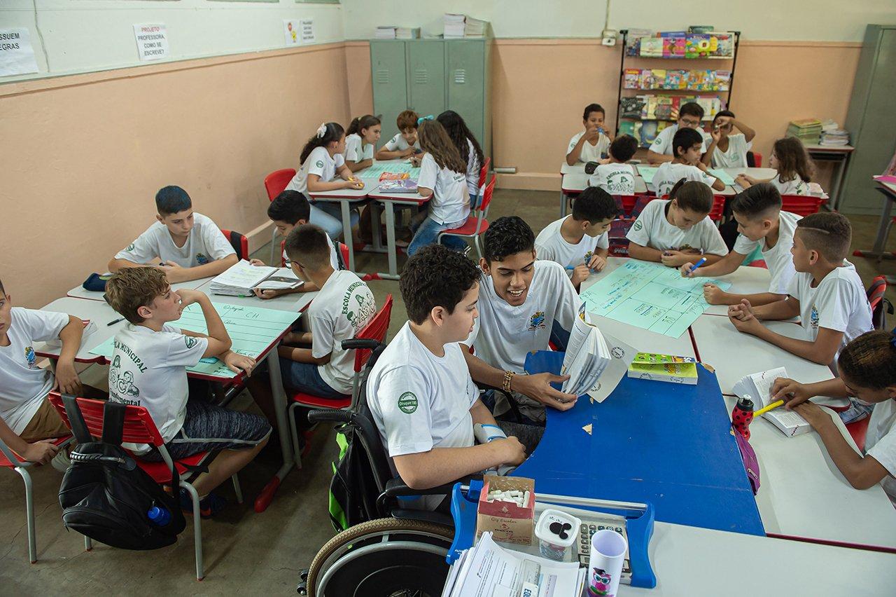Alunos de Priscila de Medeiros durante aula de Ortografia na EM Dona Miloca, em Rancharia (SP)