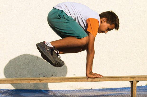 Lazy vault: salto lateral que utiliza as mãos para transpor o obstáculo. Joyce Cury