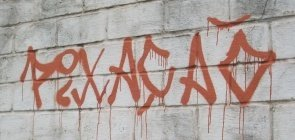Pixação em muro