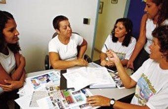 Professoras se reúnem com a direção e a coordenação na Escola Maria Aparecida Ujio: mudança no planejamento da Educação Infantil para melhorar a aprendizagem na 1ª série. Foto: Luis Ushirobira