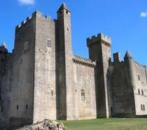 Fachada do Castelo de Beynac, na França. Clique para ampliar.