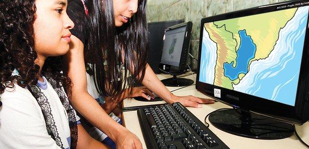 Trabalho desenvolvido pela professora Rute Athayde Almeida, da EM Brice Francisco Cordeiro, em Goiânia. Com leitura, pesquisa e observação, a garotada aprende o conceito de bacia hidrográfica. Foto: Marco Monteiro