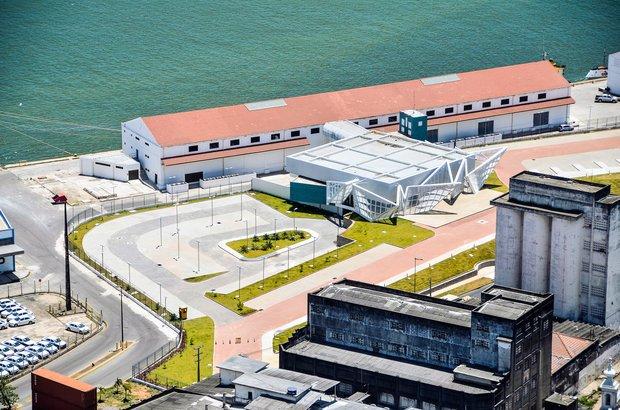 Localizado no centro da capital pernambucana, o novo Terminal Marítimo de Passageiros do porto de Recife vai revitalizar a região portuária e receber navios de turistas. Tem lojas, balcões de check in, esteiras para retirada de bagagem, salas de embarque e desembarque. Foto: Rafael Bandeira