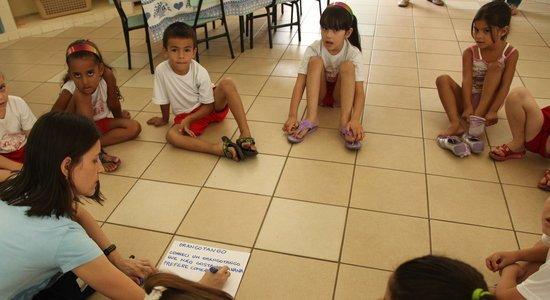 Na turma de 5 anos, os alunos fazem uma exposição oral das pesquisas efetuadas no projeto de Natureza e Sociedade. (Foto: Gabriela Portilho)