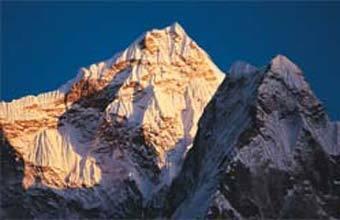 LUGAR INÓSPITO O Himalaia, coberto de neve, é um dos desertos gelados do planeta. Foto: Alan Kearney/Getty Images