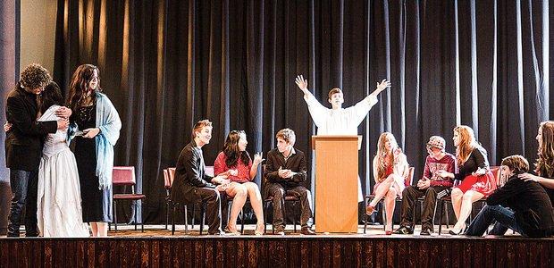 No fim do ano letivo, a garotada apresentou a peça para toda a comunidade escolar. Foto: Tamires Kopp