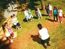 ENSINO PRATICO Pensar as diferentes maneiras de formar duplas ensina alunos do 2º ano de Cotia a dividir. Foto: Gustavo Lourenção. Clique para ampliar