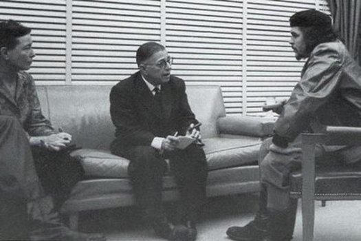 Durante os anos 1960, escritoras como Simone de Beauvoir e Betty Friedan ganharam espaço por buscarem desconstruir o papel então convencionado para a mulher na sociedade. Na foto, Beauvoir se encontra com o filosofo francês Jean Paul Sartre (com quem mantinha um relacionamento aberto) e com o líder argentino Che Guevara, em Cuba.