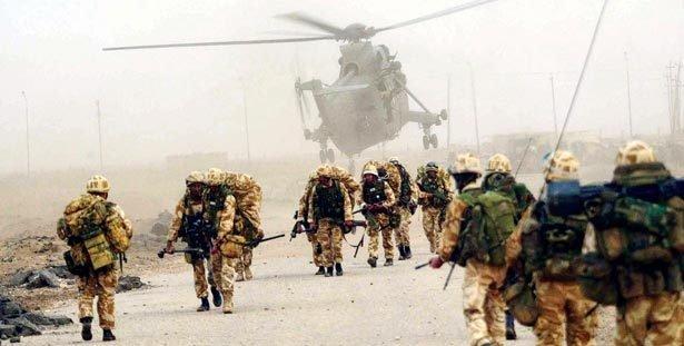 COMBUSTÍVEL BÉLICO A demanda por petróleo foi uma das razões que levaram os Estados Unidos ao Iraque. Foto: Terry Richards/AFP