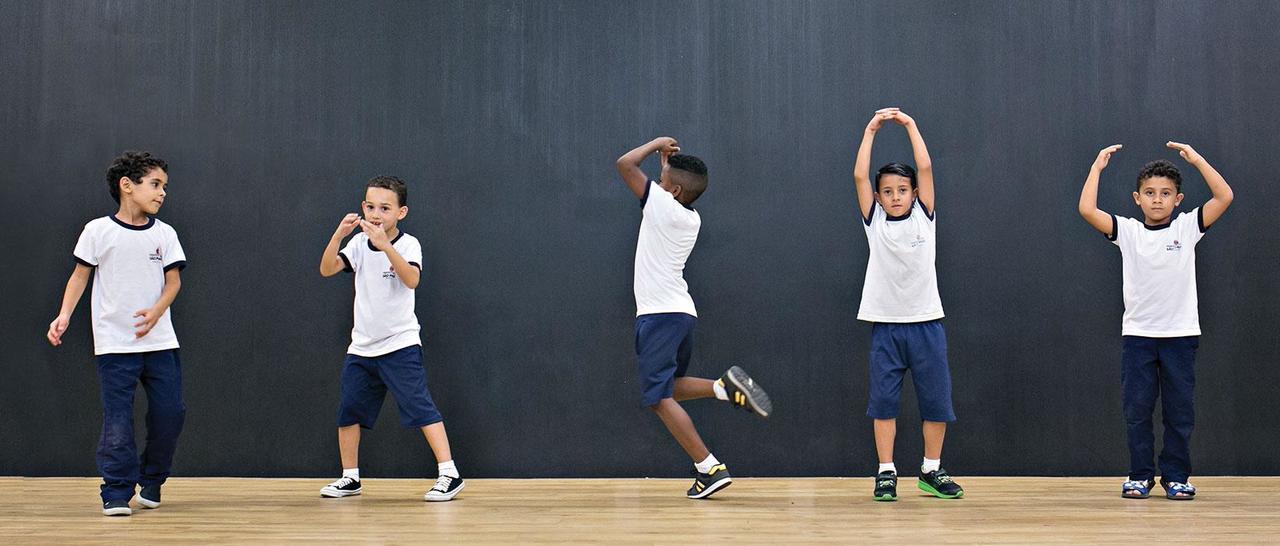 Quando o balé chega à quadra da escola