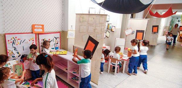 Amplie as possibilidades de jogos e de faz de conta das crianças planejando o uso dos materiais e a organização do espaço. Foto: Marcelo Almeida