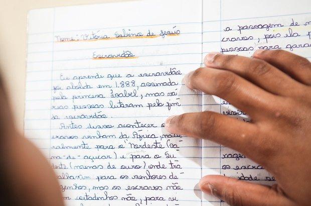 Os alunos registravam suas descobertas no caderno, que era analisado pelo docente. Raoni Maddalena