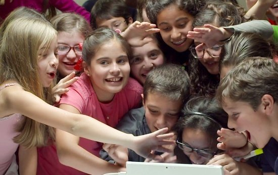 Chamadas em vídeo: coloque os alunos em contato com pessoas do mundo inteiro