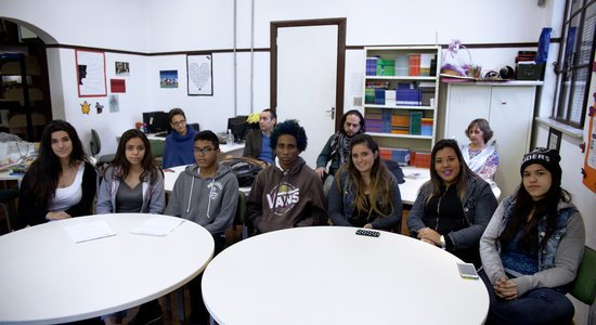 Reunião com alunos e professores na sala de leitura Foto: Bruno Mazzoco