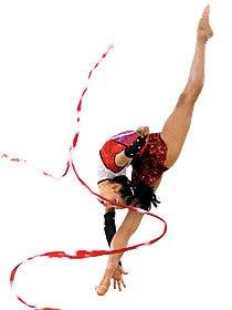 Larissa Barata, 42,5 kg, 1,58 m, estica ao máximo cada uma de suas fibras musculares. Tudo isso sem perder o charme e, é claro, seguindo à risca a sensível coreografia de seus movimentos. Foto: Evandro Teixeira/COB