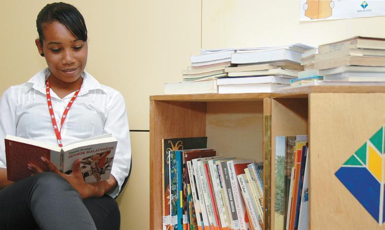 Guaciane de Oliveira, usuária da Mala do Livro no Hospital Santa Lúcia, em Brasília: de tanto ler, incentivou as colegas. Foto: Andressa Reze