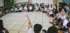 Crianças reunidas na EMEF Francisco Cardona, de Artur Nogueira