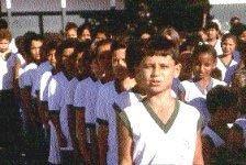 Hora cívica na Ministro Marcos Freire: crianças cantam o hino toda semana. Foto: Maurício Barbante