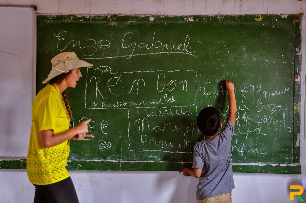 Integrante do Projeto Rondon durante uma aula na Operação Parnaíba, no Piauí