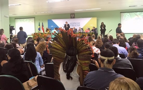 Auditório cheio durante audiência da Base Nacional Comum Curricular em Manais