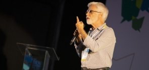 A Finlândia e a Base Nacional não servem para nada, diz José Pacheco