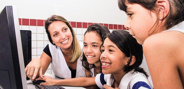 Camila Antunes, professora-auxiliar no Colégio Ciman, em Brasília. Arquivo pessoal/Camila Antunes