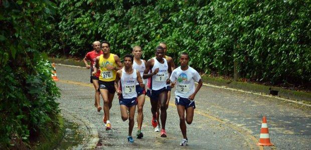 No Rio de Janeiro, corredores participando da Corrida ao redor do Cristo Redentor. Foto: Divulgação