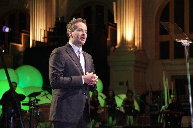 O ator Dan Stulbach, que foi professor de teatro por 11 anos, conduziu a cerimônia de premiação dos Educadores Nota 10
