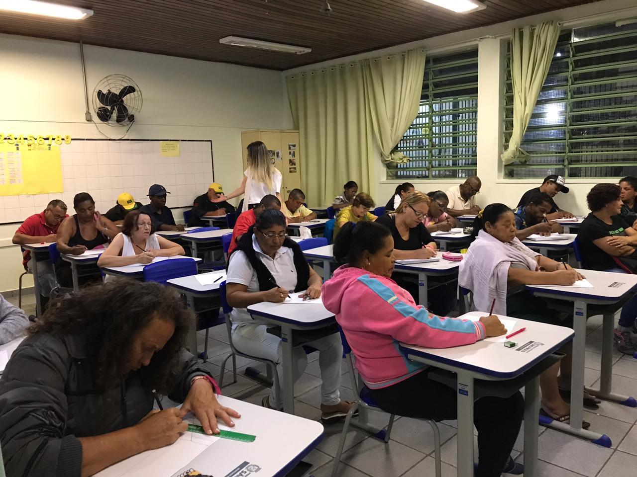 Uma classe de EJA na EMEF Infante Dom Henrique