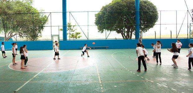 Na EMEF Elza Regina Bevilacqua, os alunos jogaram seguindo as regras tradicionais. Foto: Marina Piedade