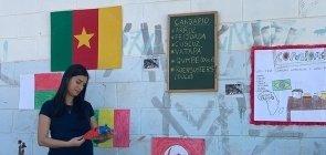 Professora Suzi Dornelas leva as brincadeiras de países da África para a sala e para a quadra