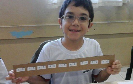 """Conheça a """"régua das dezenas"""", uma atividade eficaz na alfabetização matemática"""