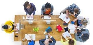 Foto panorâmica de reunião