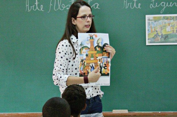 7:00. Na primeira aula, arte abstrata para o 6º ano. André Menezes