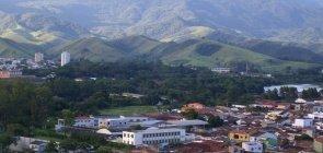 No fundo da foto do Pico da Gomeira, em Cruzeiro.