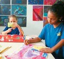 TEMPO DE INVENTAR Alunos da Escola de Aplicação da USP usam materiais variados nas aulas de Arte. Foto: Marcos Rosa