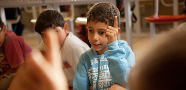 criancas opinam em assembleia da turma