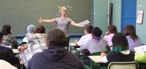 Ler e conversar em inglês nas aulas